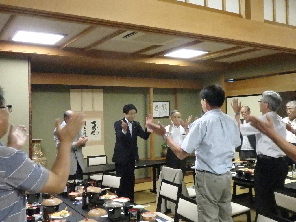 長崎副会長の一本締めにて閉会