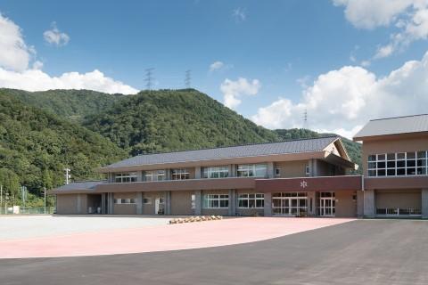 河内小新校舎外観