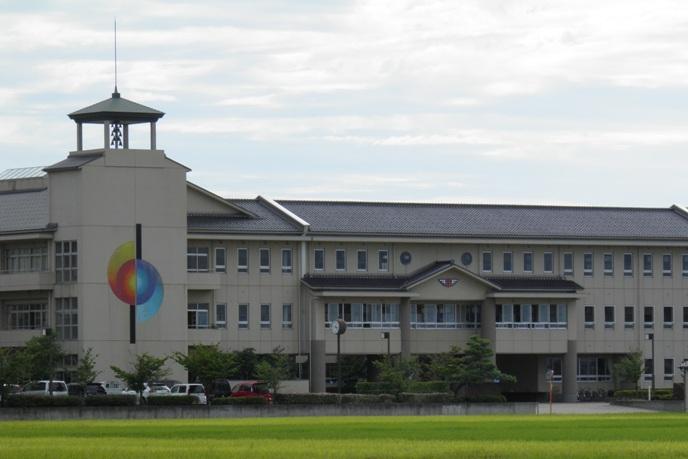 津幡南中学校 校舎